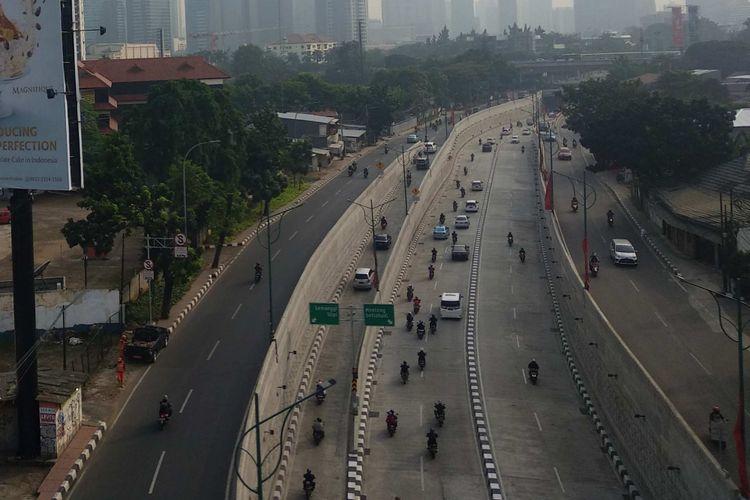 Lalu lintas di sekitar underpass Mampang Prapatan lengang pada Senin (11/6/2018).