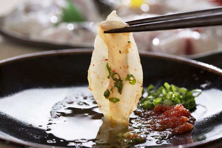 Sashimi ikan buntal (fugu).