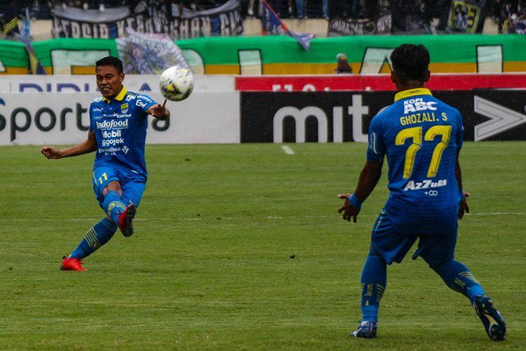 Gelandang Persib Bandung, Dedi Kusnandar.
