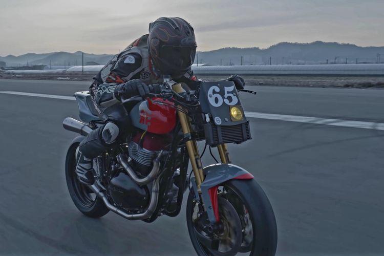 Motor custom Royal Enfield Intercontinental GT 650 bergaya street tracker garapan Crazy Garage