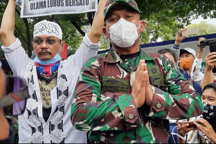 Asops Kasdam Jaya Kolonel Inf Yudhi Prasetyo meminta massa 1812 untuk segara membubarkan diri, Jumat (18/12/2020)
