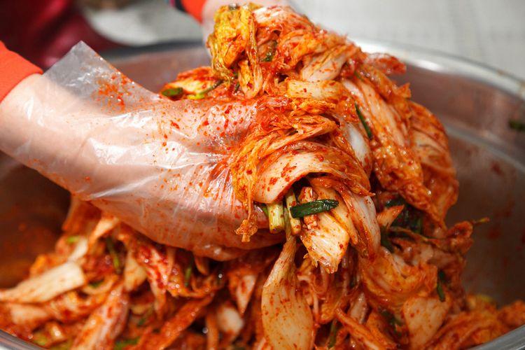 Ilustrasi kuliner Korea : kimchi.