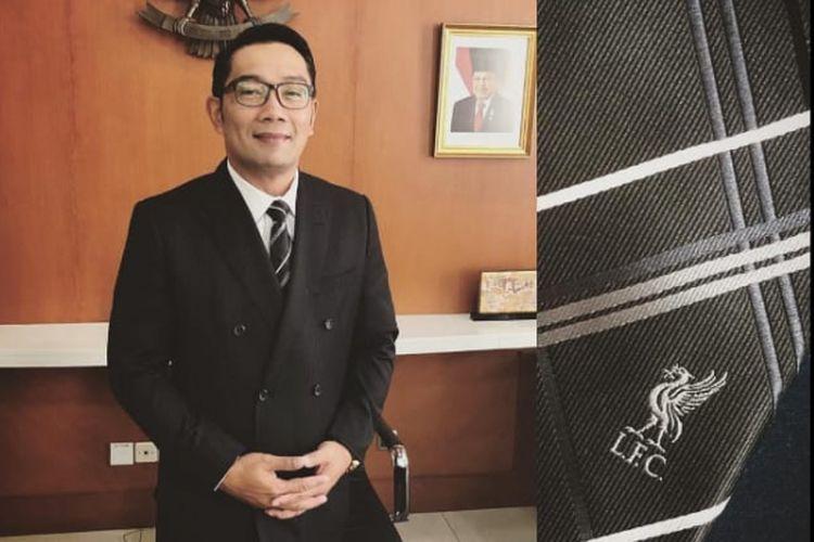 Gubernur Jawa Barat Ridwan Kamil berpose dan memamerkan dasi Liverpool yang dikenakannya lewat akun Instagram-nya.