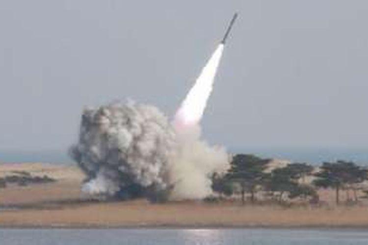 Korea Utara melakukan uji coba nuklir dalam beberapa pekan terakhir setelah uji coba keempat nuklirnya pada 6 Januari lalu.