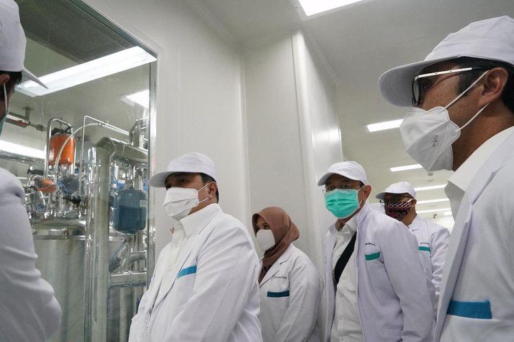 Menteri BUMN sekaligus Ketua Pelaksana Komite Penanganan Covid-19 dan Pemulihan Ekonomi Nasional, Erick Thohir mengunjungi Bio Farma untuk memastikan kesiapan produksi vaksin Covid-19.