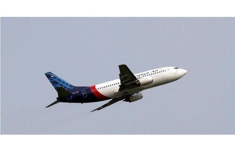 Pesawat Sriwijaya Air tinggal landas meninggalkan Bandara Soekarno-Hatta, Banten, Minggu (26/5/2013).