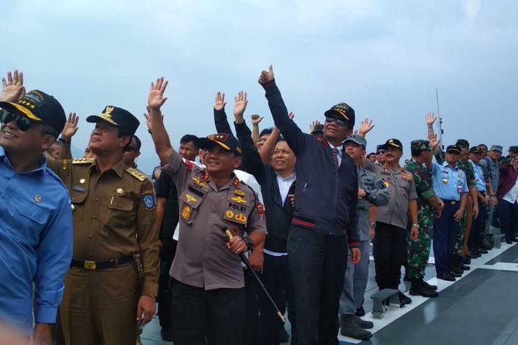 Plt Gubernur H Isdianto menyambut baik rencana pemerintah pusat terus melakukan pembangunan sektor kelautan di Kabupaten Natuna, Kepulauan Riau. Apalagi pembangunan itu untuk mendukung kegiatan pemanfaatan sumber daya laut yang kaya di Natuna dan sekaligus meningkatkan perekonomian masyarakat.