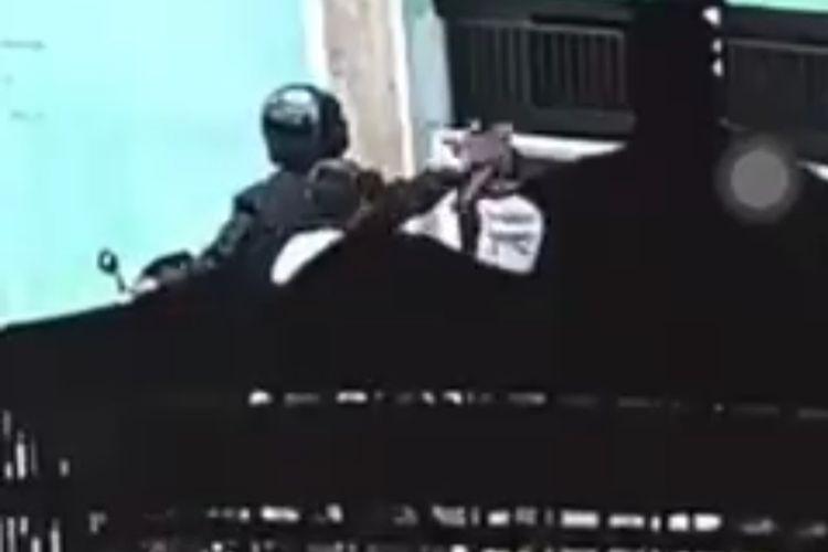 Tangkapan layar video pemukulan anak di Desa/ Kecamatan Wangon, Kabupaten Banyumas, Jawa Tengah.
