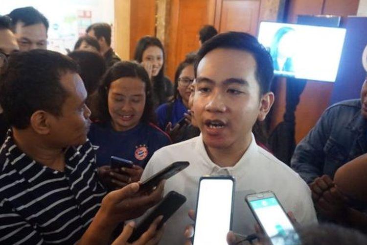 Dalam sejumlah kesempatan, Gibran mengaku maju pilwakot atas kehendak sendiri. Tak ada campur tangan dari Jokowi, katanya.
