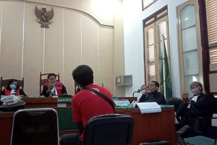 Liber Junianto Hutasoit Alias Soit, supir lepas terdakwa Zuraida Hanum memberikan keterangan di PN Medan, Rabu (6/5/2020)