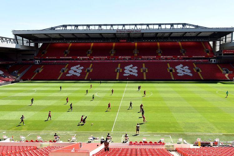 Suasana latihan full team Liverpool di Stadion Anfield pada Senin (1/6/2020) jelang kembalinya Liga Inggris pada 17 Juni 2020.