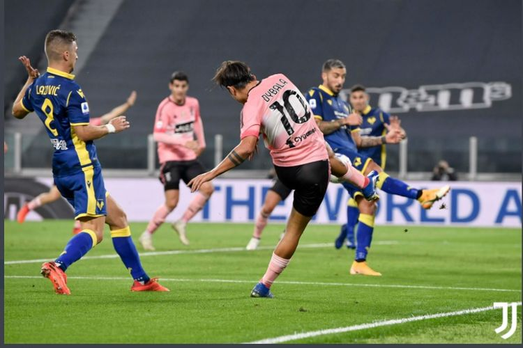 Penyerang Juventus, Paulo Dybala, beraksi dalam laga Juventus vs Verona, Senin (26/10/2020) dini hari WIB.