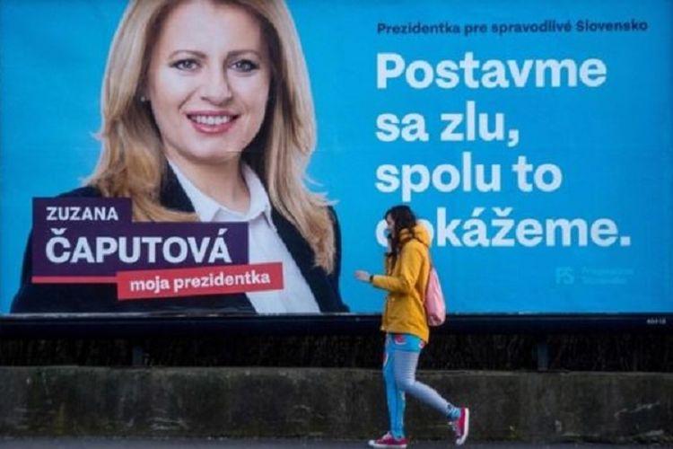 Poster kampanye Zuzana Caputova dengan slogan Bersatu melawan kejahatan, bersama kita bisa.