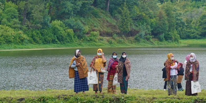 Para wanita di Desa Wisata Ranupani, Kecamatan Senduro, Kabupaten Lumajang, Jawa Timur (Jatim).