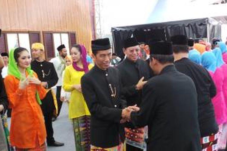 Gubernur DKI Jakarta Joko Widodo saat membuka lebaran betawi, di Silang Monas, Jakarta (1/9/2013).