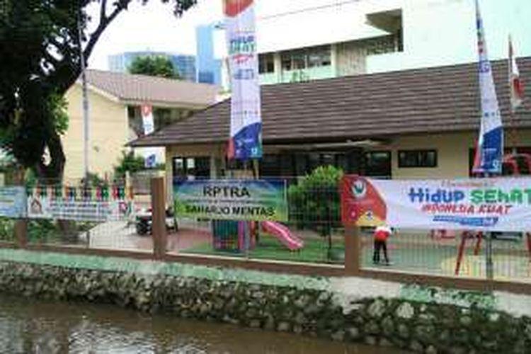 RPTRA Saharjo di Kelurahan Menteng Atas, Setiabudi, Jakarta Selatan, Selasa (15/11/2016).