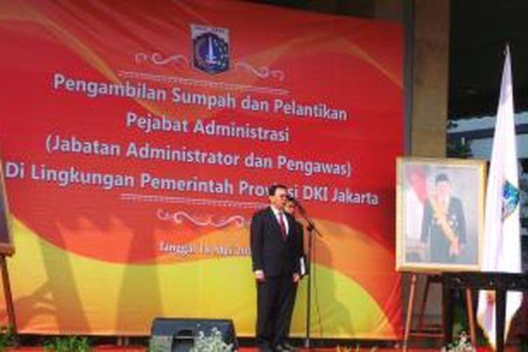Gubernur DKI Jakarta Basuki Tjahaja Purnama saat melantik 649 pejabat eselon III dan IV di lingkungan Pemprov DKI Jakarta, di Balai Kota, Senin (18/5/2015).