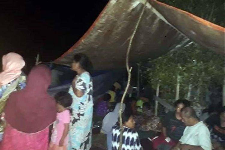Warga Kabupaten Halmahera Selatan, Maluku Utara yang masih bertahan di lokasi pengungsian pasca gempa bumi magnitudo 7,2 Minggu (14/07/2019) kemarin. (Foto: Facebook)