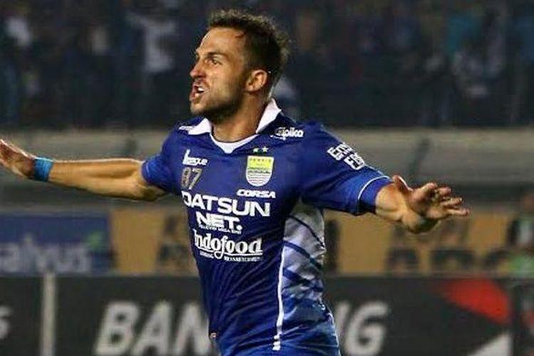 Ilija Spasojevic ketika masih berkostum Persib Bandung.