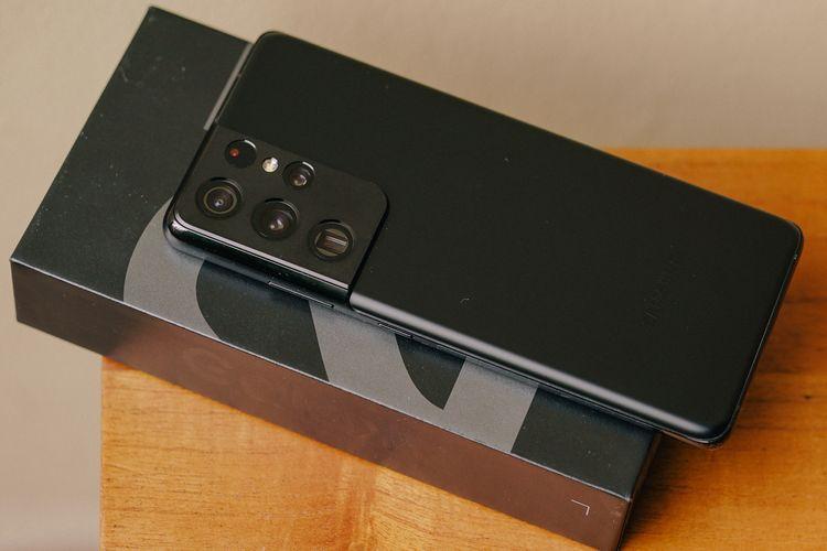 Galaxy S21 Ultra dan kotak kemasannya