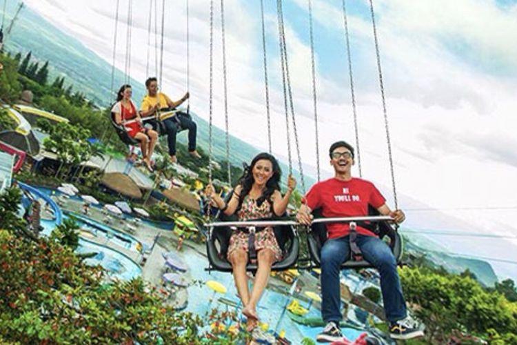 Wahana Sky Swinger di Jatim Park 1.