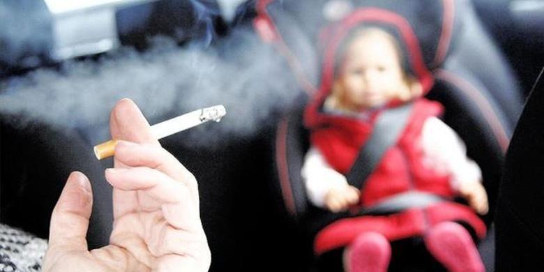 Merokok di dalam mobl dengan anak-anak dilarang.
