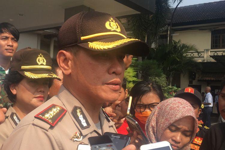 Kapolres Metro Bekasi Kota, Komisaris Besar Hero Bachtiar, saat diwawancarai usai kegiatan pemusnahan narkoba golongan satu dan miras di Polres Metro Bekasi Kota, Selasa (23/5/2017).