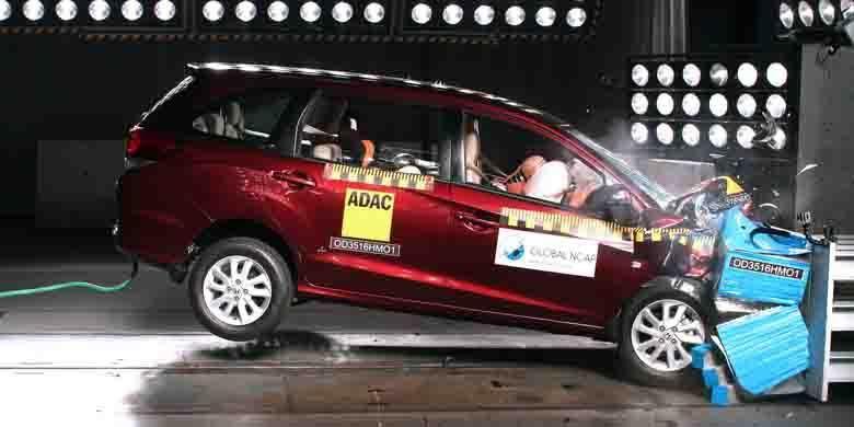 Uji tabrak Global NCAP Honda Mobilio 2016 yang dijual di India. Pada varian dengan dua kantong udara mendapat hasil 3 bintang.