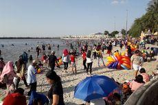 Pemandangan Hiruk-pikuk Pengunjung Pantai Ancol di H+3 Lebaran...