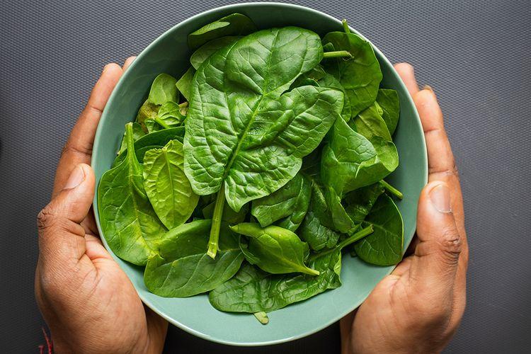 Sayuran hijau seperti bayam mengandung asam folat yang bisa memengaruhi suasana hati manusia.