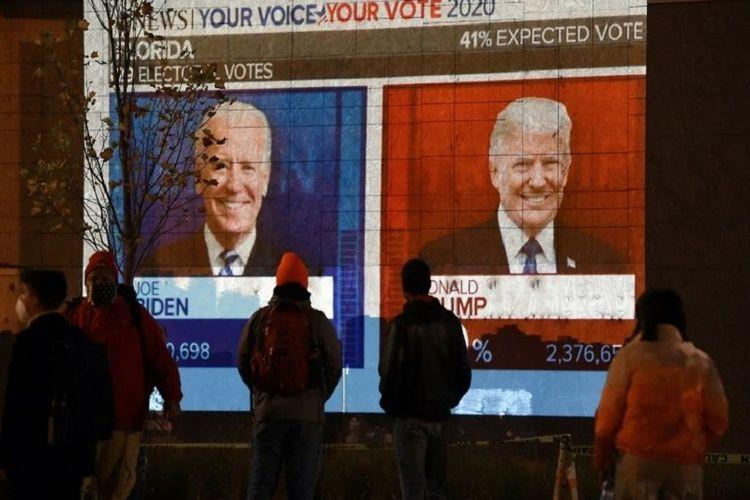 Warga Amerika Serikat menyaksikan hasil pemilihan presiden (pilpres) 2020 yang sejauh ini belum diketahui pemenangnya dan sangat ketat