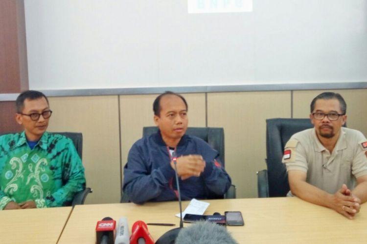 Kepala Pusat Data Informasi dan Humas BNPB, Sutopo Purwo Nugrohodalam jumpa pers di Kantor BPBD DIY, Minggu (23/12/2018)
