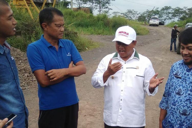 Wakil Gubernur Jawa Barat Uu Ruzhanul Ulum, melakukan inspeksi mendadak (sidak) ke lokasi galian pasir tak berizin di Jalan Mangkubumi-Indihiang (Mangin) Kota Tasikmalaya, Kamis (17/1/2019) siang.