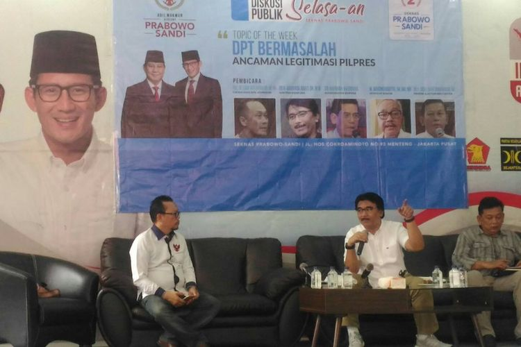 Politisi Partai Gerindra sekaligus relawan capres-cawapres paslon nomor urut 02, Prabowo Subianto-Sandiaga Uno, Adhyaksa Dault saat menghadiri diskusi di Sekretariat Nasional (Seknas) Prabowo-Sandi di Jakarta Pusat, Selasa (2/4/2019).