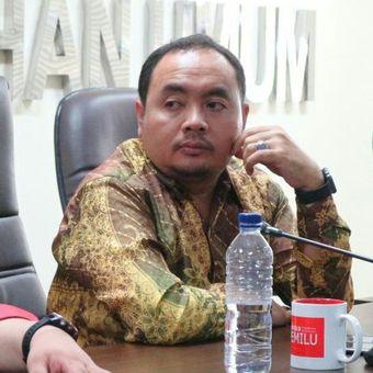 Anggota Badan Pengawas Pemilu (Bawaslu) RI, Muhammad Afifudin (kanan) ketika dalam sebuah acara di Kantor Bawaslu RI, Jakarta, Senin (12/3/2018).