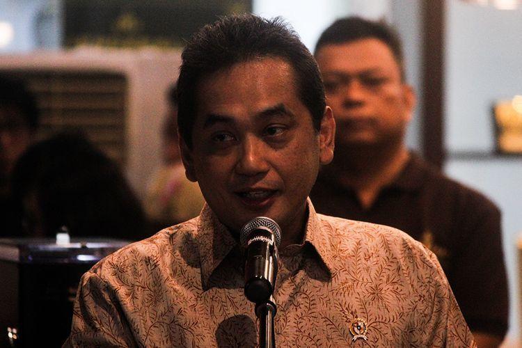 Menteri Perdagangan Agus Suparmanto memberi sambutan saat peluncuran Kopi Jenderal milik Budi Waseso di Lobi Kantor Pusat Perum BULOG, Setiabudi, Jakarat Selatan, Rabu (19/2/2020). Peluncuran ini bermula ketika ia menjabat sebagai Kepala Badan Narkotika Nasional (BNN) yang saat itu sering menangani kasus ganja di Aceh, dan berinisiatif untuk mengajak para petani ganja Aceh beralih menanam kopi.