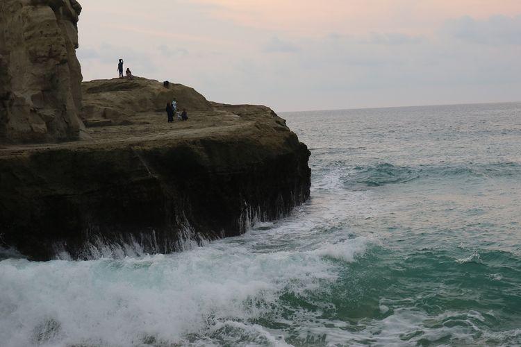 Pantai Klayar yang terletak di Desa Sendang, Dusun Kendal, Donorejo, Kabupaten Pacitan, Jawa Timur, Selasa (28/1/2020).