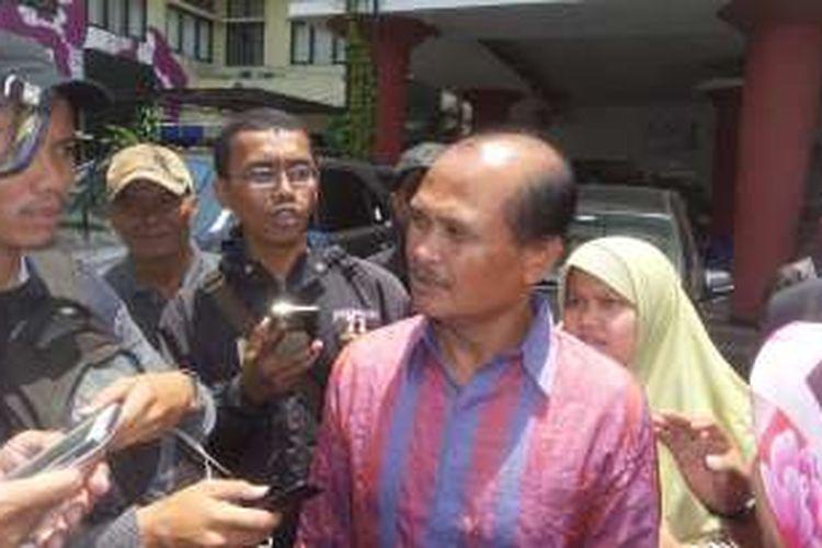 Tokoh masyarakat Kalijodo, Daeng Azis saat mendatangi Kantor Komisi Nasional Hak Asasi Manusia, Jakarta Pusat pada Senin (15/2/2016).
