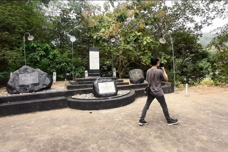 Monumen Gempa Jogja 2006 di Potrobayan Kalurahan Srihardono, Kapanewon Pundong, Bantul