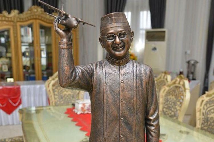 Purwarupa patung mantan Presiden BJ Habibie. Patung BJ Habibie rencananya akan dibangun sebagai penghias jalan Trans Sulawesi.