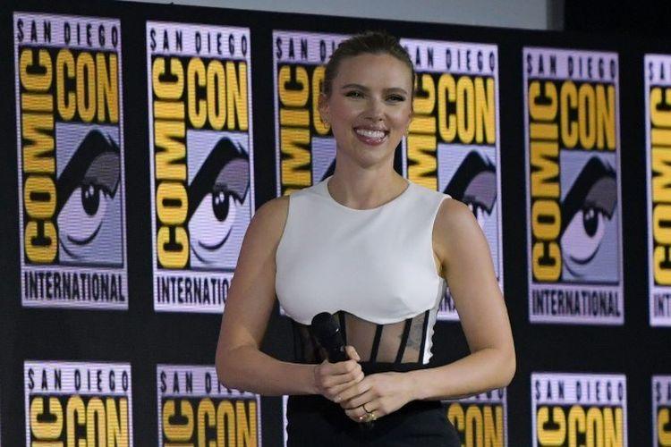 Aktris asal AS Scarlett Johansson menghadiri panel Marvel di San Diego Comic Con di San Diego, California, Sabtu (20/7/2019). Pada kesempatan itu diumumkan bahwa film solo Black Widow yang dibintangi Johansson akan diputar pada 1 Mei 2020.