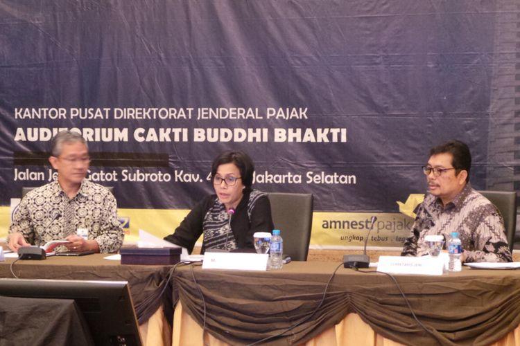 Press conference mengenai rekrutmen CPNS Kementerian Keuangan tahun 2017. Dalam foto tersebut, ada (kiri ke kanan) Dirjen Anggaran Kemenkeu Askolani, Menteri Keuangan Sri Mulyani, dan Sekjen Kemenkeu Hadiyanto.