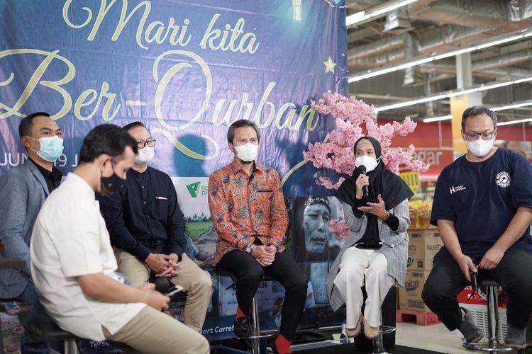 Konferensi pers (konpers) bertajuk ?Mari Kita Ber-Qurban? di Carrefour Lebak Bulus, Jakarta Selatan, Kamis (17/6/2021). Konpers ini digelar Transmart Carrefour dengan mengandeng tiga lembaga kemanusiaan nasional, yakni Dompet Dhuafa, Global Qurban ACT, dan Human Initiative.
