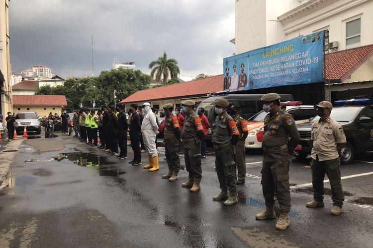 Tim Pemburu Covid-19 yang terdiri Polres Metro Jakarta Selatan bersama anggota TNI dan Satpol PP Jakarta Selatan akan bergerak setiap hari melakukan 3T (test, tracing, dan treatment).