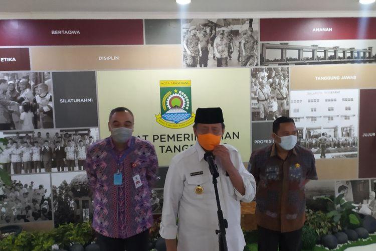 Gubernur Banten Wahidin Halim (tengah) konferensi pers di Gedung Pusat Pemerintahan Kota Tangerang, Kamis (16/7/2020).