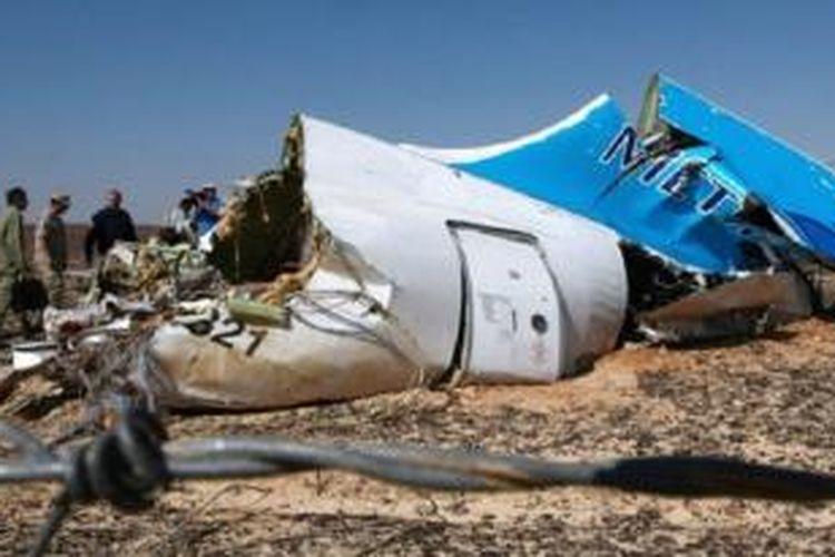 Adapun penyelidik Inggris -yang meneliti penyebab jatuhnya pesawat Rusia di Sinai- meyakini bahwa sebuah bom diletakkan di dalam pesawat sebelum lepas landas.