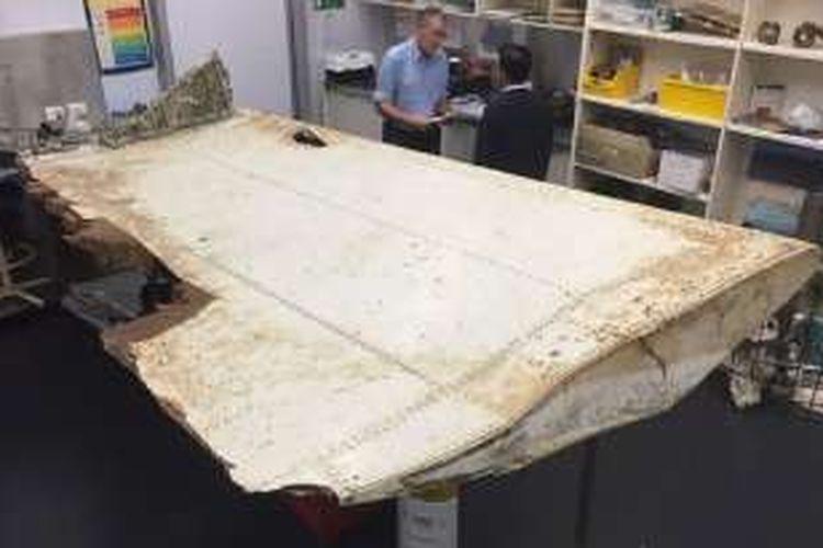 Potongan besar benda yang ditemukan di lepas pantai Tanzania telah dipastikan sebagai bagian dari pesawat Malaysia Airlines MH370 yang hilang.