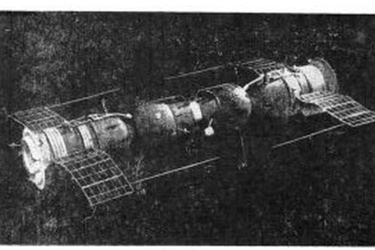 Soyuz 4 dan Soyuz 5