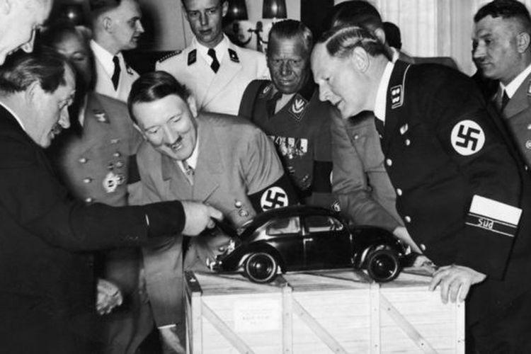 Hitler menyaksikan demo VW