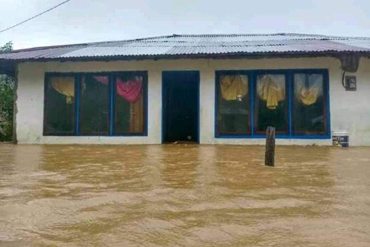 Puluhan rumah warga di Desa Waifusi, Kecamatan Namrole, Kabupaten Buru Selatan Maluku, terendam banjir, Kamis (16/7/2020)